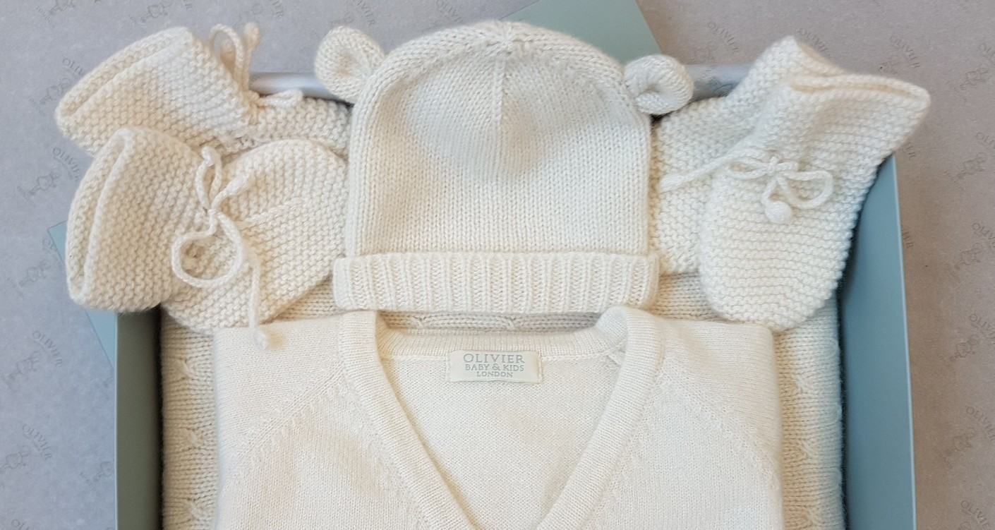 Gender neutral royal baby outfits2