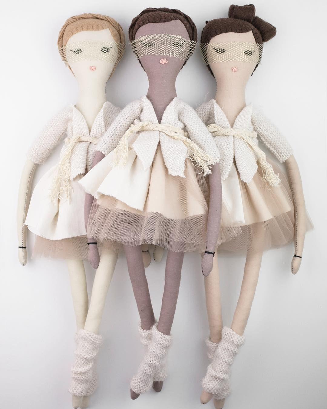 dumye dolls