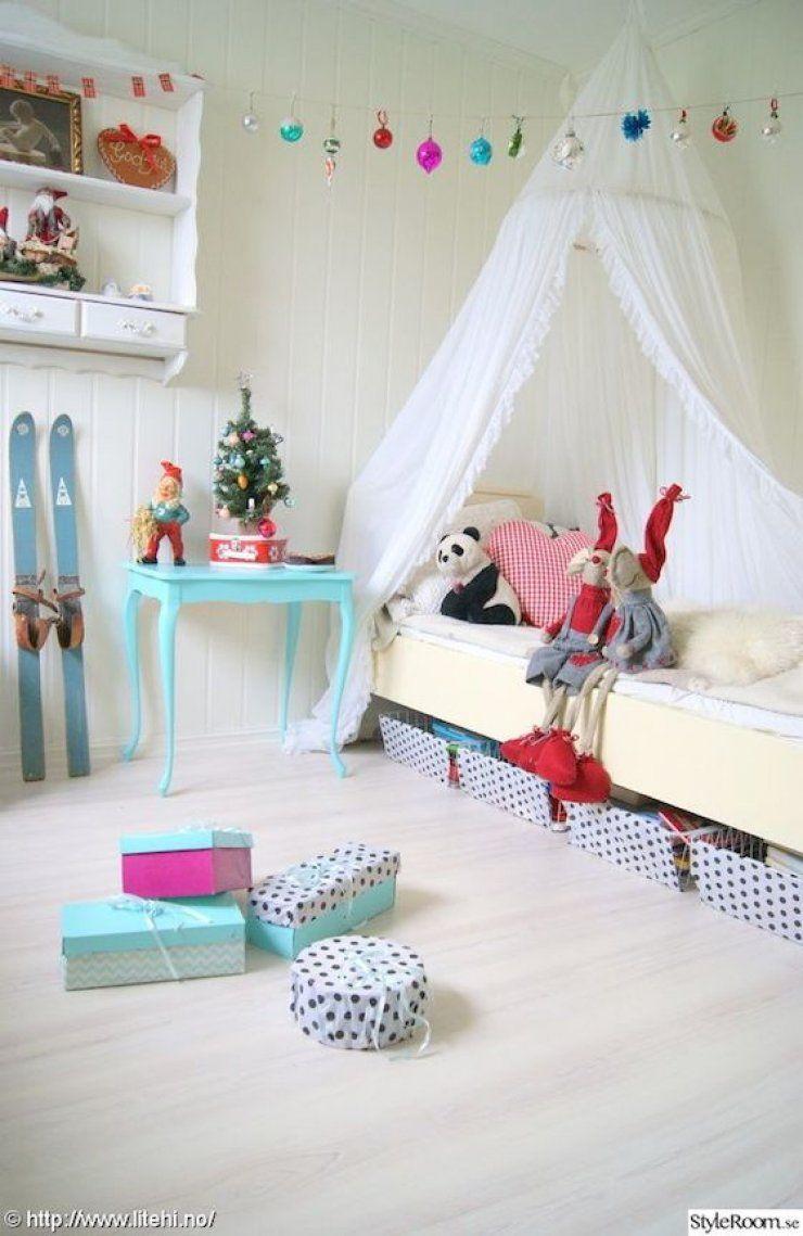 kids room christmas decor