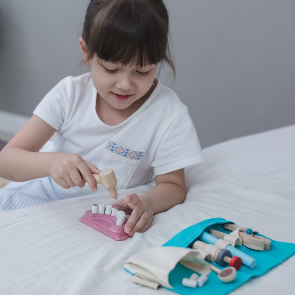 plan-toys-pretend-role-play-dentist